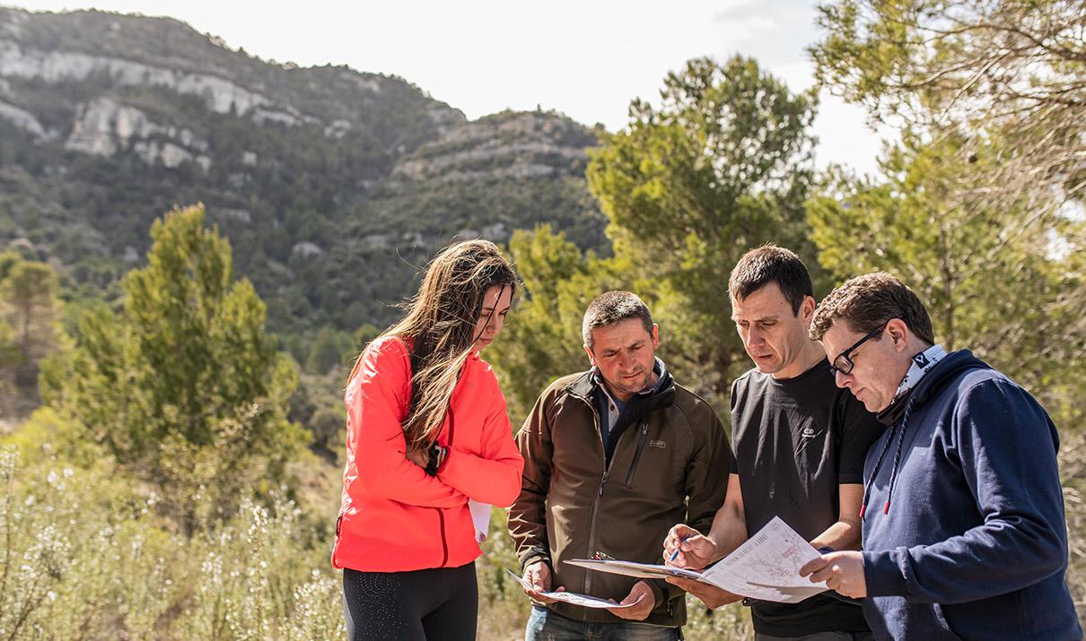 Trek Find Joc De Pistes Al Aire Lliure Team Building A La Natura
